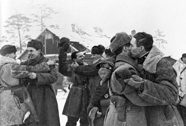 Дочек војника Црвене армије, након деблокаде Лењинграда - Sputnik Србија