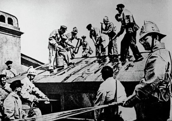 Композитор Дмитриј Шостакович (први с десна) у данима блокаде Лењинграда - Sputnik Србија