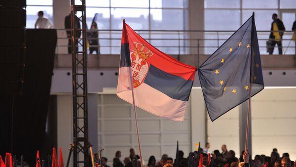 Predlog rezolucije je usvojen sa 50 glasova za, četiri protiv i dva uzdržana glasa - Sputnik Srbija