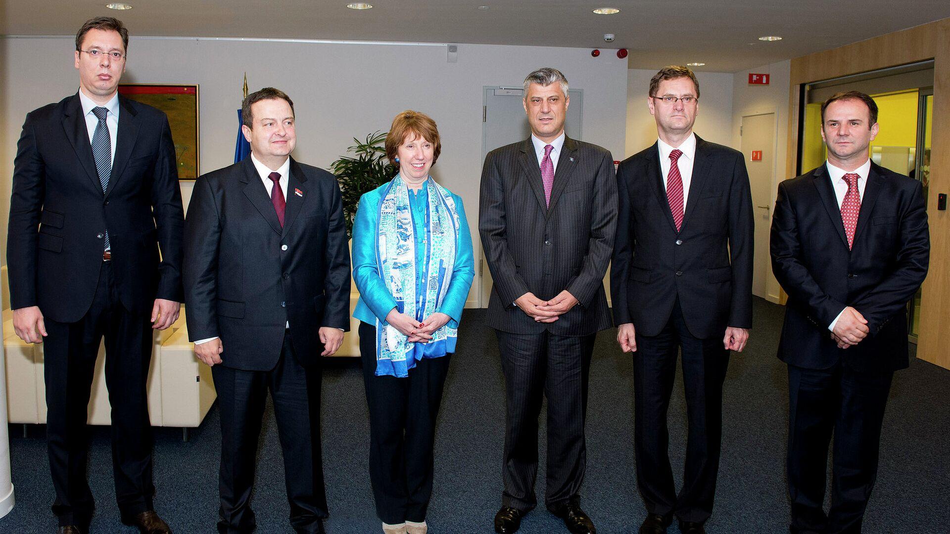 Чланови делегација Београда, Приштине и ЕУ после потписивања Бриселског договора - Sputnik Србија, 1920, 21.09.2021