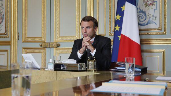 Председник Француске Емануел Макрон присуствовао је конференцији о визама са косовским премијером Авдулахом Хотијем, председником Србије Александром Вучићем и немачком канцеларком Ангелом Меркел, у Јелисејској палати у Паризу, петак, 10. јула 2020 - Sputnik Србија