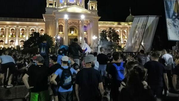Протести испред Скупштине Србије - Sputnik Србија