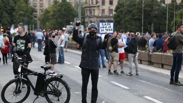 """Транспарент """"Ћале, ово је за тебе"""" на протестима у Београду - Sputnik Србија"""