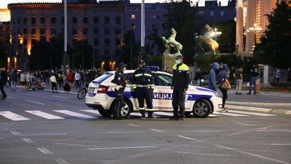 Полицајци испред Скупштине током протеста грађана - Sputnik Србија