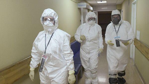 Lekari u bolnici za bolesnike sa kovidom 19 u Sankt Peterburgu - Sputnik Srbija