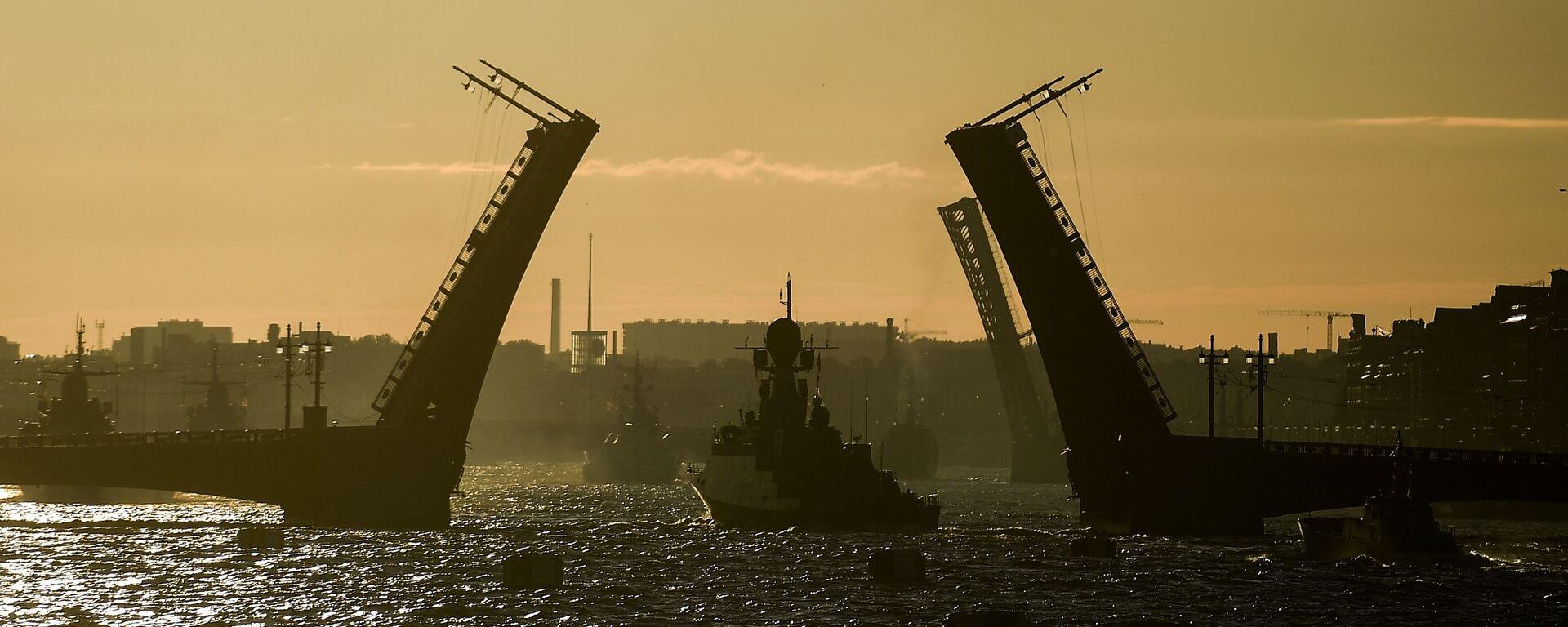 Бродови поморске флоте Русије на проби параде за Дан руске морнарице у Санкт Петербургу - Sputnik Србија, 1920, 18.07.2021