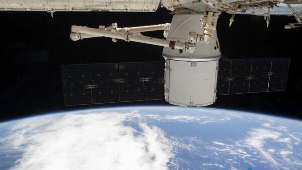 Teretni svemirski brod kompanije Spejs iks Dragon spojen sa Međunarodnom svemirskom stanicom (MSS) - Sputnik Srbija