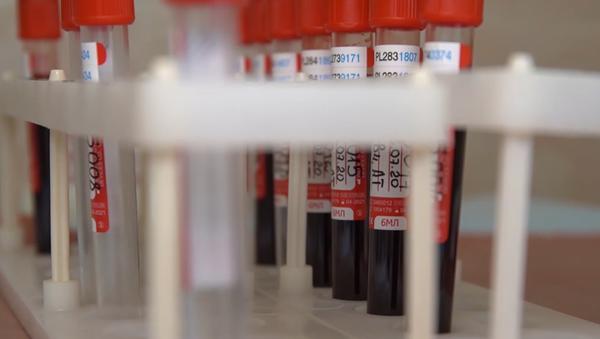 Prvi dobrovoljci dobili vakcinu protiv korone u Rusiji - Sputnik Srbija