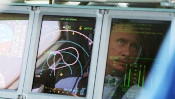 Ruski predsednik Vladimir Putin u avionu Be-200 - Sputnik Srbija