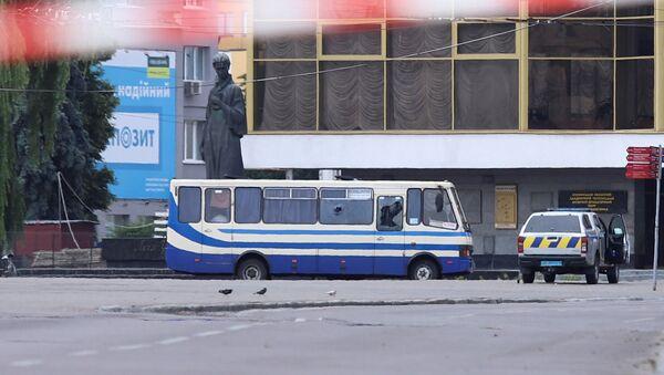 Аутобус у коме наоружани мушкарац држи таоце у украјинском граду Луцку - Sputnik Србија