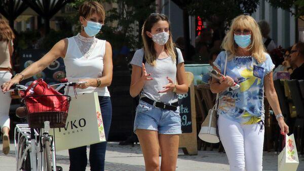Šetnja gradom sa zaštitnim maskama u Novom Sadu - Sputnik Srbija