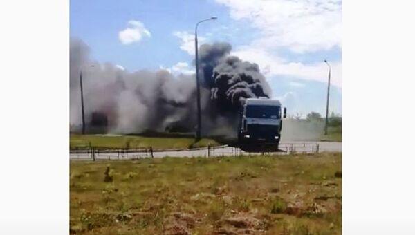 Kamion u plamenu - Sputnik Srbija