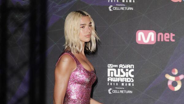Британская певица Дуа Липа на церемонии награждения 2019 Mnet Asian Music Awards в Японии - Sputnik Србија