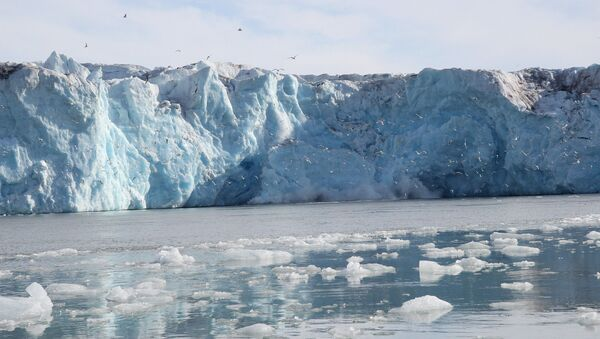 Глечер Калвинг на Арктику - Sputnik Србија