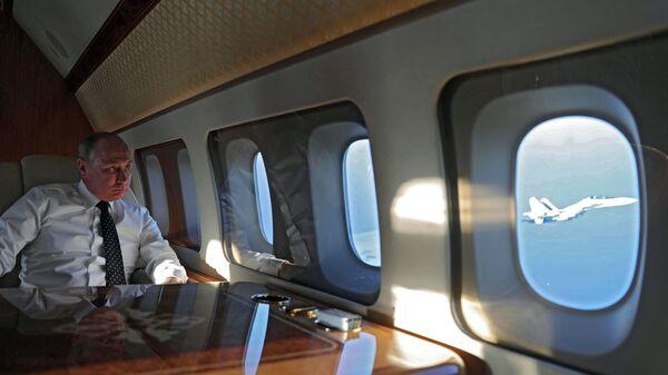 Vladimir Putin u avionu - Sputnik Srbija