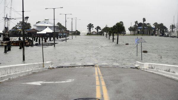 Ulica poplavljena nakon prolaska uragana Hana u Teksasu - Sputnik Srbija