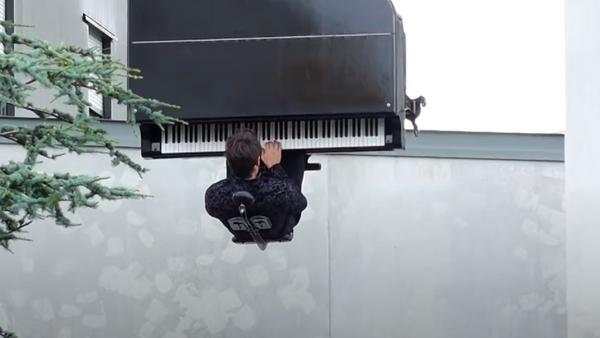 Koncert švajcarskog pijaniste na 40 metara iznad zemlje - Sputnik Srbija