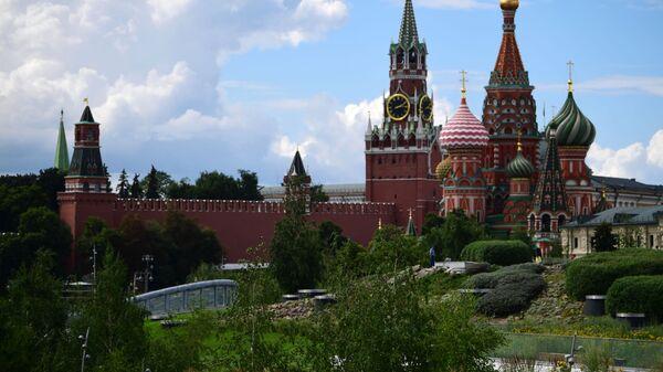 Поглед на московски Кремљ из парка Зарјадје - Sputnik Србија