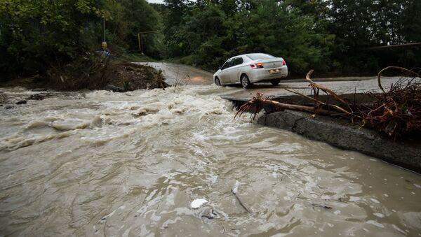 Река набујала после јаких киша - Sputnik Србија