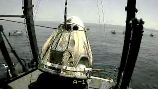 Skrinšot sa snimka agencije NASA. Kapsula sa astronautima nakon sletanja u Meksički zaliv - Sputnik Srbija