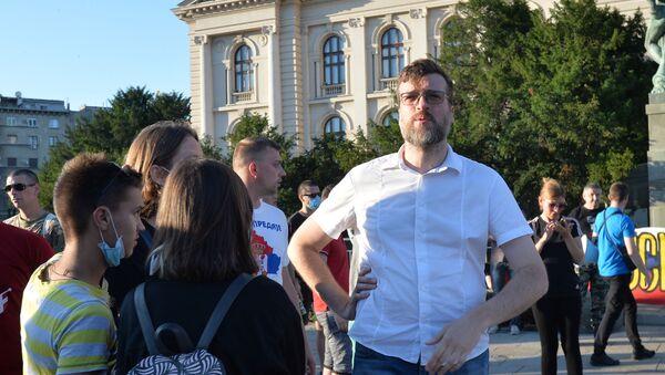 Srđan Nogo ispred Skupštine Srbije 10. jula 2020. - Sputnik Srbija