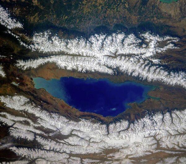 Језеро Исик-Кул и околни гребени Северног Тјањ-Шања, Киргизија - Sputnik Србија
