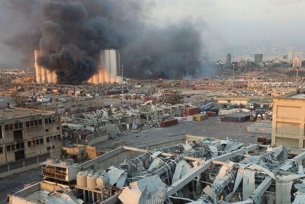 Пре прве експлозије се зачуо мањи удар, после пет минута су се појавили црни и бели дим.  - Sputnik Србија