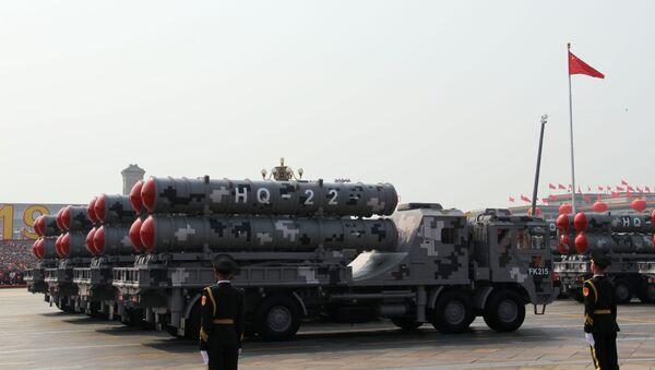 Кинески противваздушни ракетни системи  HQ-22 на војној паради у Пекингу - Sputnik Србија