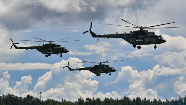Pokazni let helikoptera Mi-8 - Sputnik Srbija