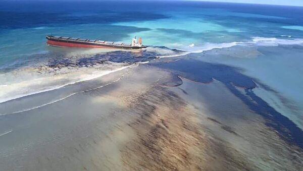 Curi nafta iz broda nasukanog na obali Mauricijusa - Sputnik Srbija
