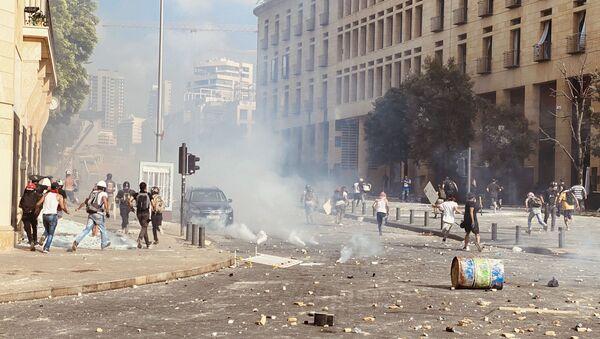Liban: Demonstranti u Bejrutu pokušavaju da zauzmu Ministarstvo ekonomije - Sputnik Srbija