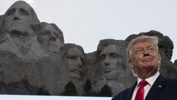 Амерички председник Доналд Трамп на планини Рашмор - Sputnik Србија