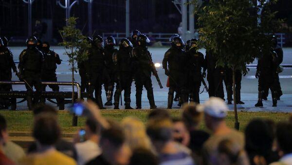 Pripadnici specijalnih jedinica u Minsku tokom protesta - Sputnik Srbija