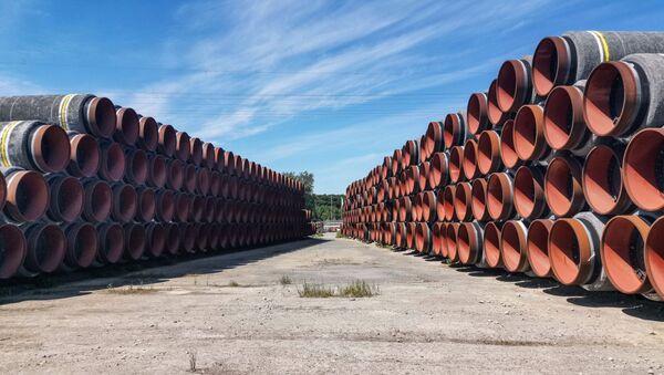 Цеви у немачкој луци Мукран за изградњу гасовода Северни ток 2 - Sputnik Србија