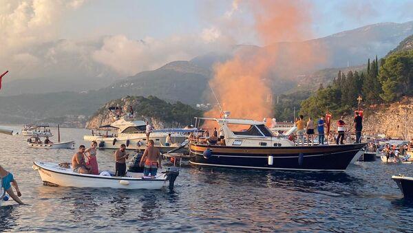 Velika litija na moru: Budva brani svetinje čamcima i barkama - Sputnik Srbija