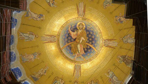 Мозаик на куполи Храма Светог Саве са представом вазнесења Исуса Христа са анђелима, богородицом и апостолима - Sputnik Србија