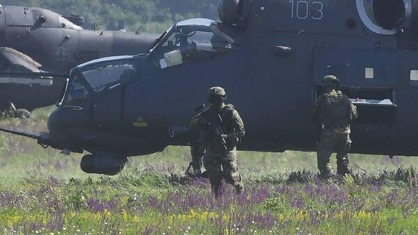 Војска Србије приказала своју снагу на небу над Батајницом - Sputnik Србија