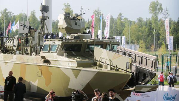 Борбени чамац БК-16 на међународном војно-техничком форуму Армија 2017 - Sputnik Србија