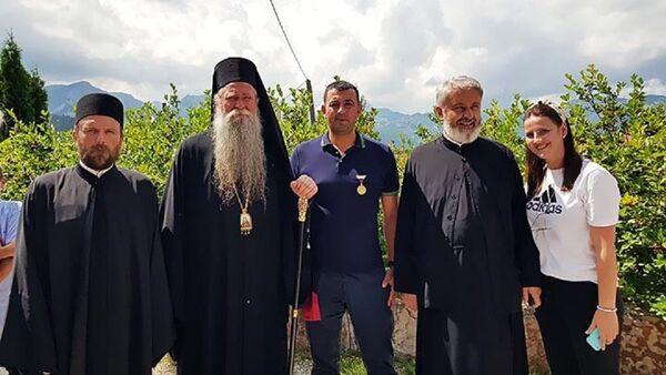 Владика Јоаникије одликовао Вука Вуковића, бившег полицајца из Будве - Sputnik Србија