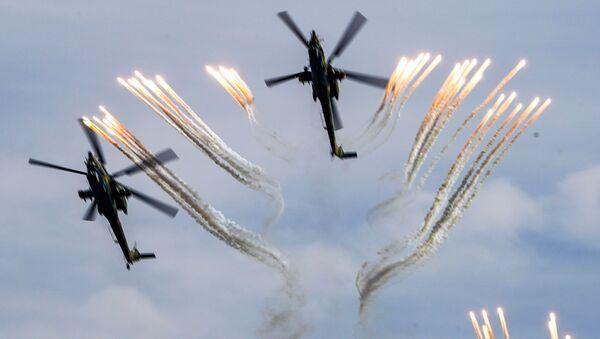 Ударни хеликоптери Ми-28 Ноћни ловац током показног лета у оквиру Међународног војно-техничког форума Армија 2020 - Sputnik Србија