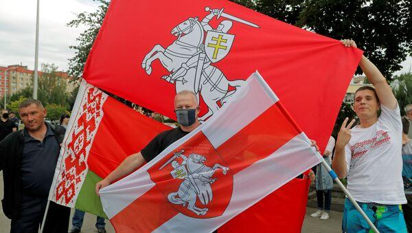 Demonstranti na protestu protiv rezultata predsedničkih izbora u Belorusiji - Sputnik Srbija