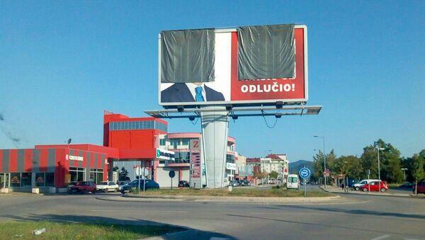 Прекривен билборд са ликом Мила Ђукановића у Подгорици током избора у Црној Гори - Sputnik Србија