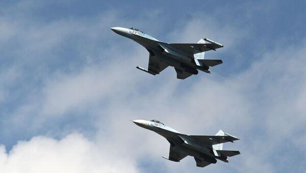 Руски ловци Су-27 - Sputnik Србија