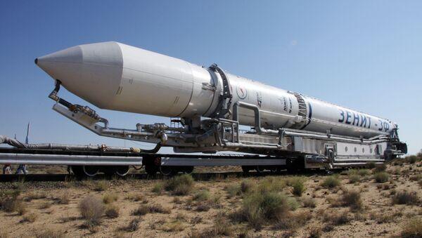 Свемирска ракета Зенит М на лансерној рампи космодрома Бајконур. - Sputnik Србија