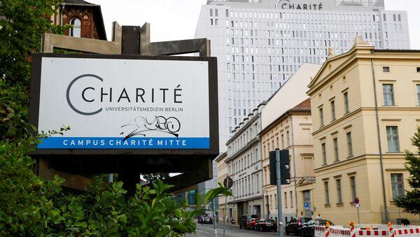 Знак за болницу Шарите у Берлину где је хоспитализован руски блогер Алексеј Наваљни - Sputnik Србија
