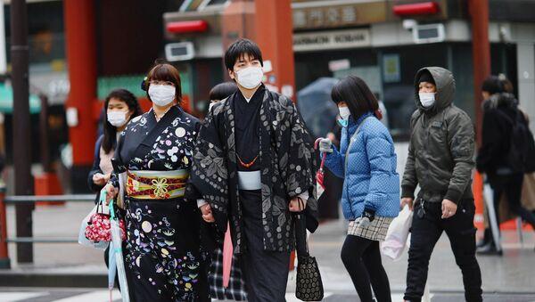 Prohožie v zaщitnыh maskah v Tokio - Sputnik Srbija