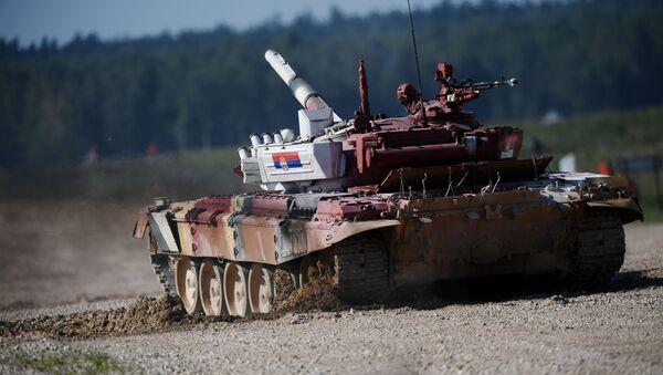 Тенк војне репрезентације Србије на тенковском биатлону у Русији - Sputnik Србија