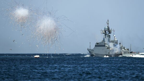 """Američki nosač aviona u Crnom moru pod pratnjom fregate  """"Admiral Esen"""" - Sputnik Srbija"""
