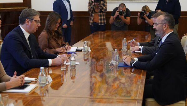 Predsednik Aleksandar Vučić i šef delegacije EU u Srbiji Sem Fabrici - Sputnik Srbija