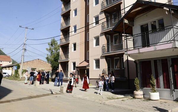 Захваљујући Општинама Града Београда изграђени станови за породице повратника на Косово и Метохију у Косовској Митровици - Sputnik Србија
